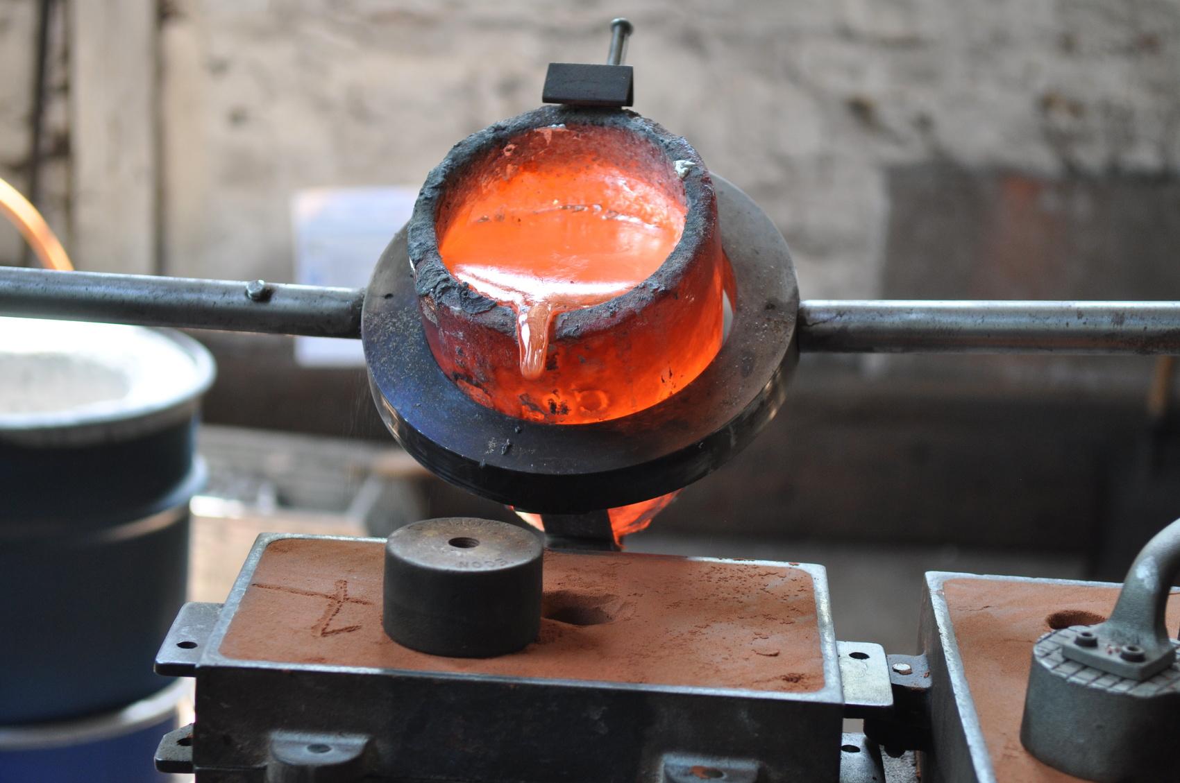 Metall gießen in der Gießerei
